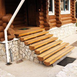 Крыльцо дома: строительство оптимального варианта своими руками